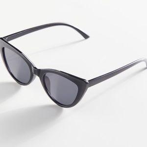 UO Clarissa Cat-Eye Sunglasses